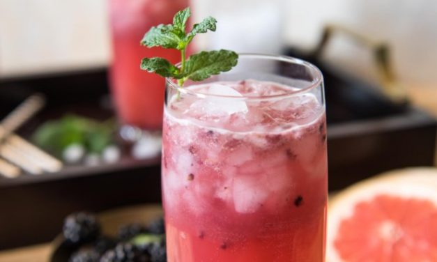 """<a href=""""http://thecrumbycupcake.com/blackberry-paloma/?utm_campaign=coschedule&utm_source=twitter&utm_medium=crumbycupcake&utm_content=Blackberry%20Paloma%20%23SundaySupper"""">Surprising Blackberry Paloma – A Delicious Take On An Already Twisted Cocktail</a>"""